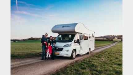 Gezin van vijf, straks zes, laat alles achter en reist met mobilhome door Europa