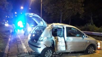 Bestuurder onder invloed knalt tegen paal in Hasselt: passagier zwaargewond