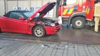 Bestuurder blust zelf brandende auto