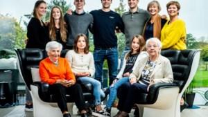 Familie met vijf meerlingen voor het eerst allemaal samen op de foto
