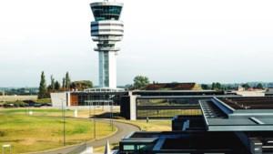 Vertragingen op Zaventem: vakbonden dreigen met acties op luchthaven