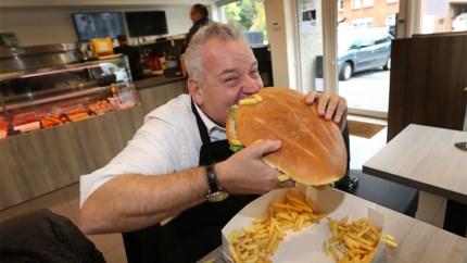 Burgemeester krijgt naar hem genoemde hamburger van 2,5 kilo niet op
