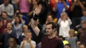 Murray wint en weent