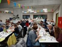 Gezellige drukte op avondeditie dorpsrestaurant