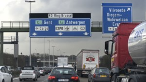 Brusselse ring volledig dicht na ongeval met truck vol chemisch product