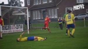 VIDEO. Rode kaarten, een panenka en een owngoal: dit was het weekend op de Limburgse voetbalvelden