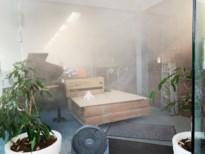 Passanten geschrokken door mistgordijn bij muziekwinkel Claes