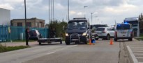18-jarige autobestuurder gewond na botsing met vrachtwagen
