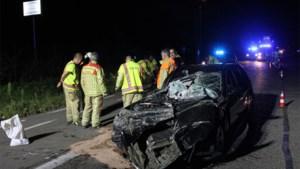 Auto perte totale na klap met tractor, maar chauffeur kan zelf uitstappen