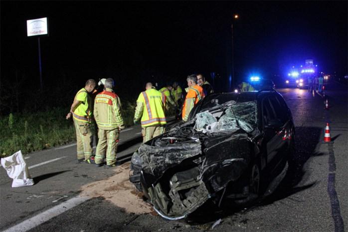 Auto perte totale na klap met tractor, chauffeur kan zelf uitstappen