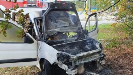 Bestelwagen uitgebrand op Europalaan in Genk