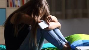 Tieners maken nep-account als leraar en vragen leerlingen om naaktfoto's te sturen