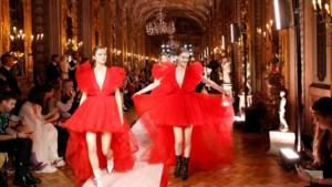 Giambattista Valli x H&M voorgesteld op de catwalk