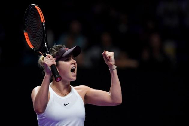 WTA Finals zorgt meteen voor vuurwerk: titelverdedigster Elena Svitolina en Simona Halep overleven thrillers