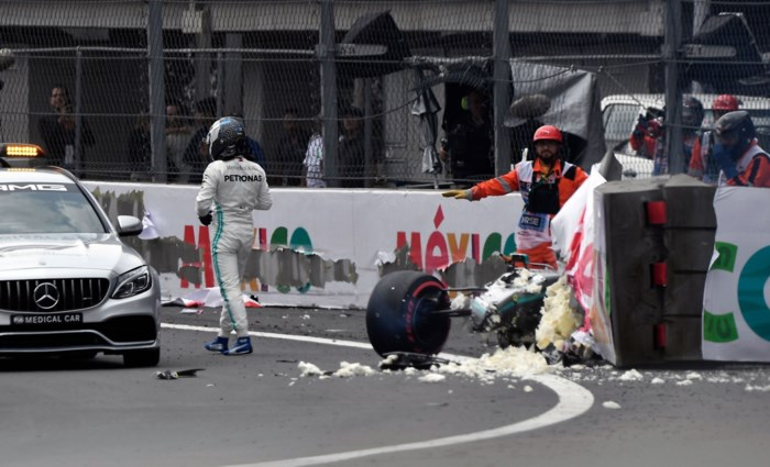 Valtteri Bottas ongedeerd na zware crash in Mexico