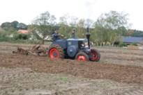 Ploegen met oude tractoren