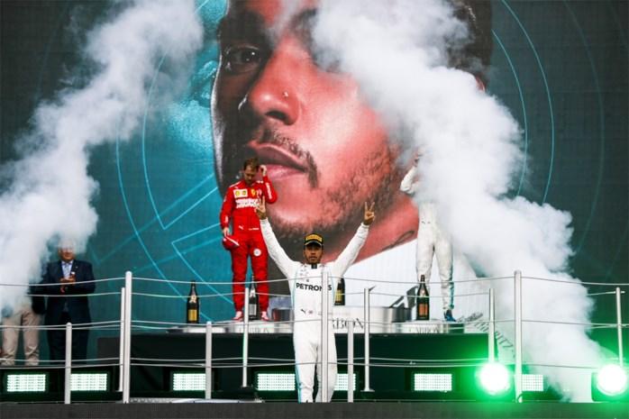 Hamilton wint maar is nog niet kampioen, Verstappen heeft tumulteuze race
