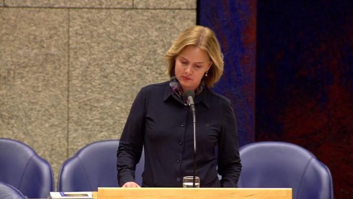 Nederlandse minister biedt in tranen excuses aan voor bolderkardrama in Oss