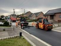 Toplaag asfalt op Moelingerweg