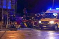 Auto tegen verkeerslicht: een gewonde