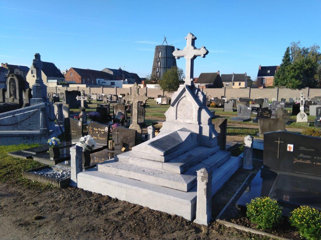 Derde praalgraf op kerkhof Leopoldsburg gerestaureerd - Het Belang van Limburg
