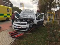 Auto botst tegen verlichtingspaal in Linkhout: een gewonde