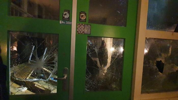 Bijeenkomst van tegenstanders Zwarte Piet in Nederland aangevallen