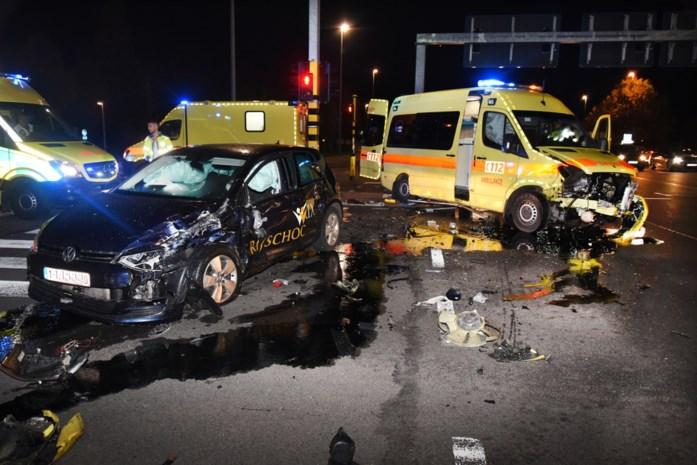 Verkeerschaos na ongeval met ambulance op Hasseltse grote ring