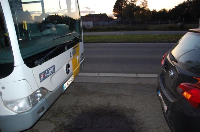 Lijnbus betrokken bij kop-staartbotsing: een passagier lichtgewond