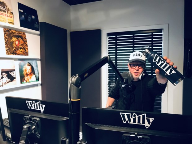 Onze man is fan van radiozender Willy: elektriciteit in de ether