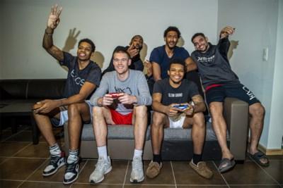 Binnengluren bij zes Amerikanen onder één dak van Limburg United