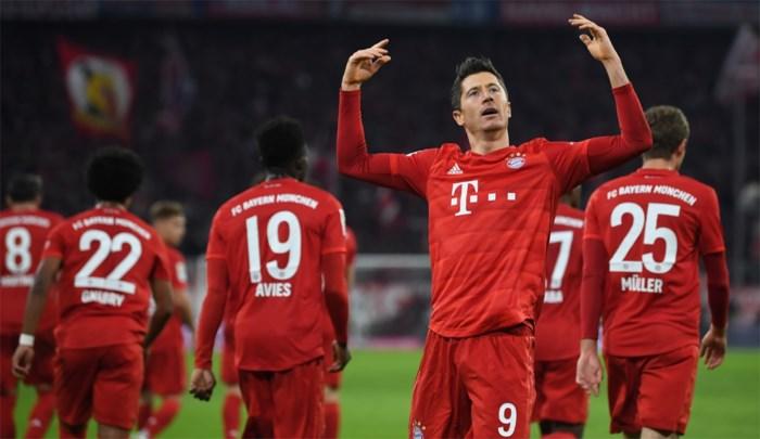 Lewandowski scoort in topper tegen Dortmund en zet waanzinnige doelpuntenreeks verder