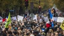 Duizenden betogers tegen islamofobie door straten van Parijs