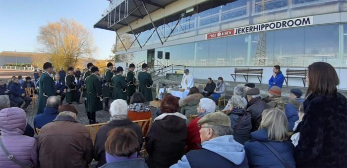 Paarden, honden en één schaap worden gezegend tijdens Sint-Hubertusviering in Tongeren