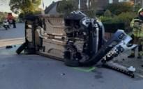 Bestuurster gewond na botsing tegen geparkeerd voertuig in Wijchmaal