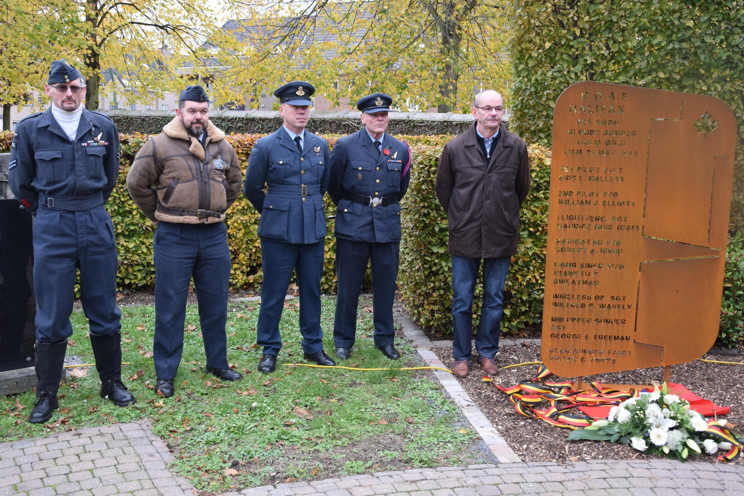 Monument eert bemanningsleden neergestorte bommenwerper (Ham) - Het Belang van Limburg
