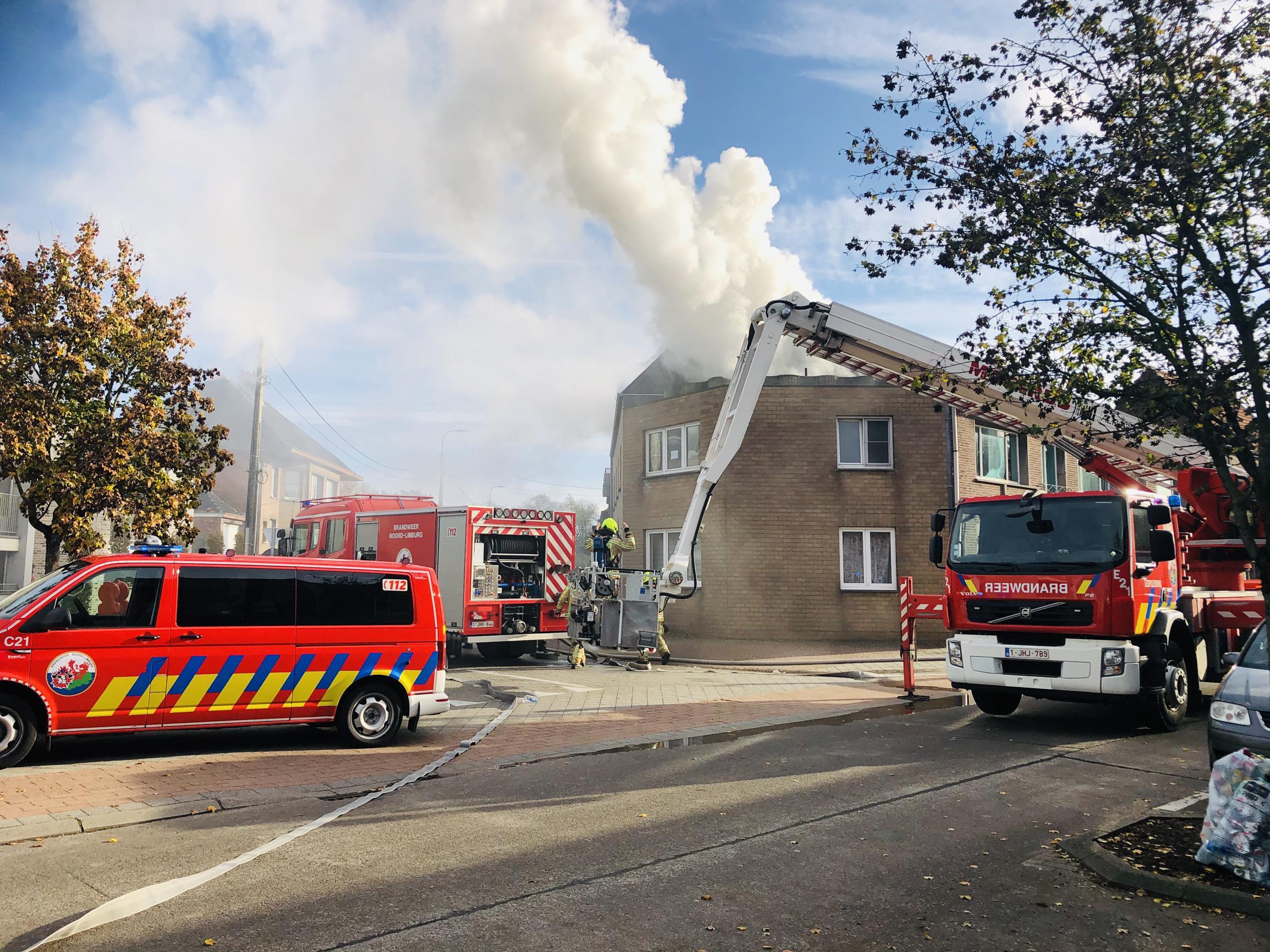 Bewoner zwaargewondna brand in appartement (Leopoldsburg) - Het Belang van Limburg