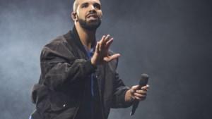 Drake moet verrassingsconcert stopzetten na aanhoudend boegeroep
