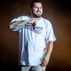 Zwangere Guy vreet prijzen op Red Bull Elektropedia Awards