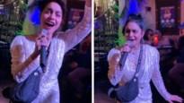 Dronken Vanessa Hudgens zingt hit uit 'High school musical' in karaokebar