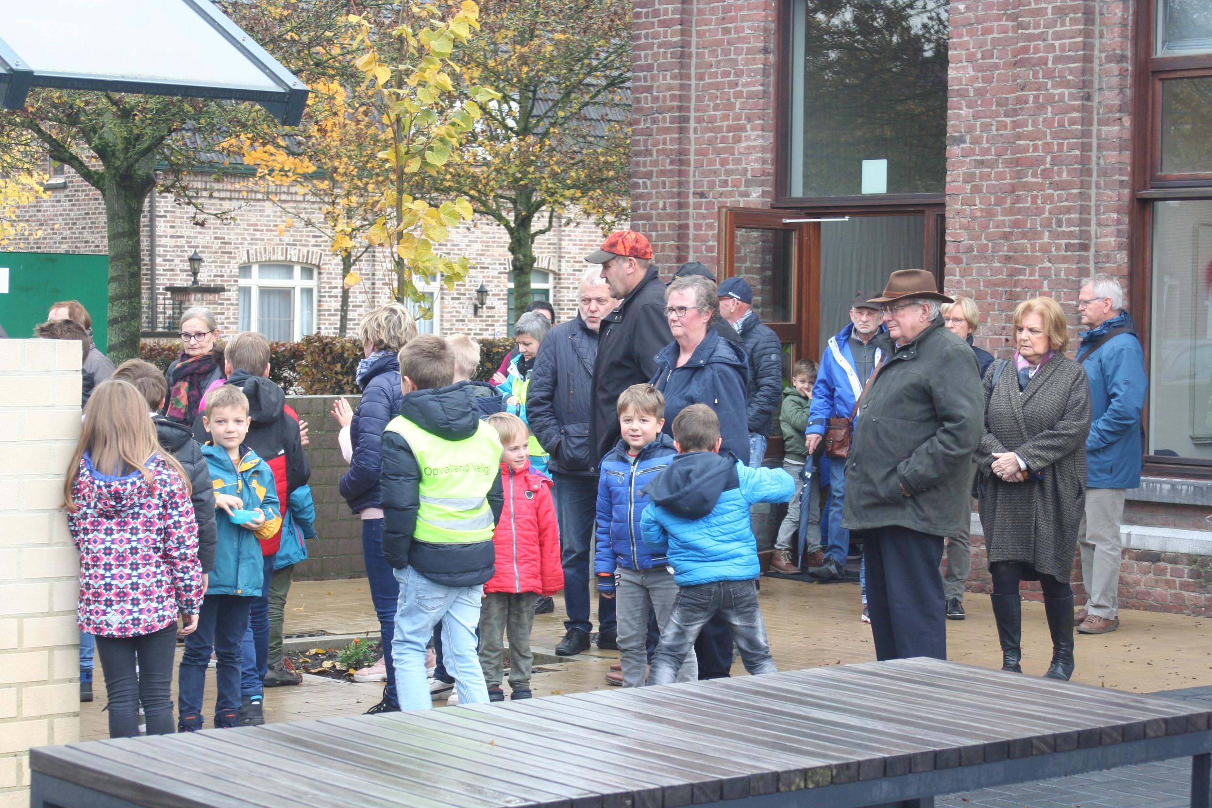 Pieter Brueghelkinderen nodigen opa's en oma's uit (Peer) - Het Belang van Limburg