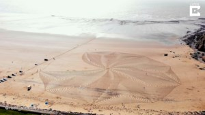 Artiest maakt adembenemend zandkunstwerk van vijftig meter breed op het strand