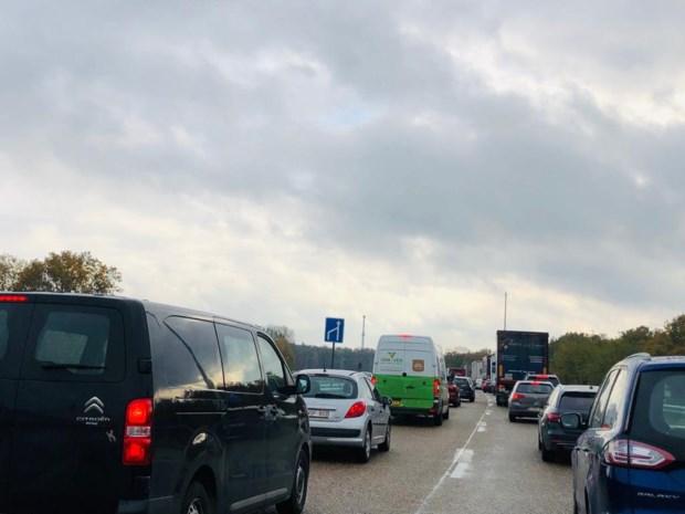 Uur aanschuiven op Noord-Zuidverbinding door vrachtwagen in panne