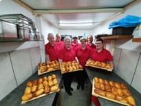 Think Happy Today bakt worstenbroodjes voor het goede doel
