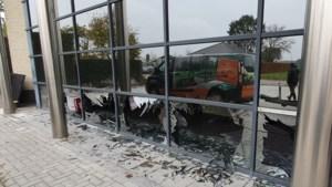 Ongezien: paniekerig everzwijn beukt zeven ramen in bij Ellimetal in Oudsbergen