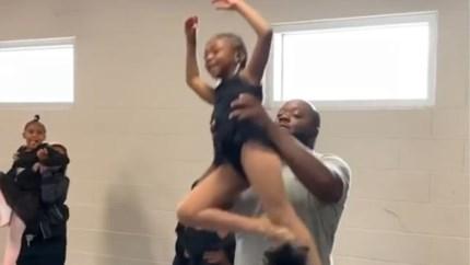 Ruige vaders die ballet dansen met hun dochter wil taboe doorbreken