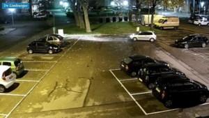 Vrouw veroorzaakt voor duizenden euro's schade bij uitparkeren en rijdt door