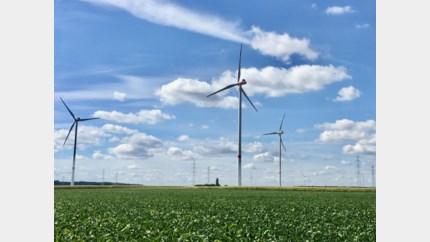 Windturbines draaien zonder vergunning