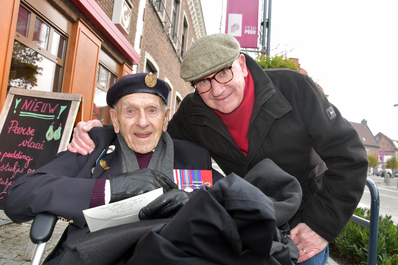 97-jarige Britse oorlogsveteraan keert na 75 jaar terug naar Peer - Het Belang van Limburg
