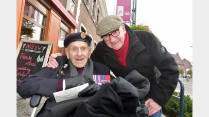 97-jarige Britse oorlogsveteraan keert na 75 jaar terug naar Peer